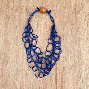 colar-trancado-azul-royal-papel-craft