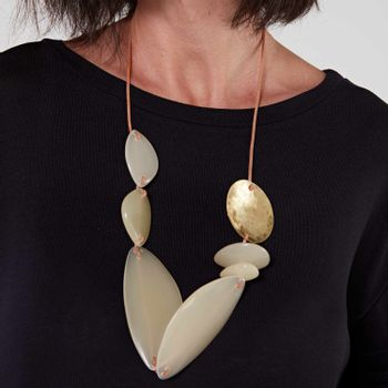Colar-feminino-resinas-branco-ROU1420-papel-craft