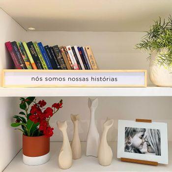 lUMINARIA_FRASES_NOSSAS_HISTORIAS_VASO_CERAMICA_TEXTURA_AREIA_CACHEPOT_CIMENTO_KIT_GATOS_CERAMICA_PORTA_RETRATO_PREGAS_VERTICAIS_BRANCO_PAPEL_CRAFT